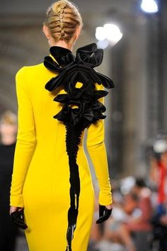 Not Ordinary Fashion - Stephane Rolland Couture Mode, Haute Couture Style, Couture Fashion, Runway Fashion, Stephane Rolland, Fashion Week Paris, High Fashion, Fashion Fashion, Korean Fashion