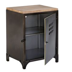 Inspired by vintage lockers, this WAYNE aged metal Industrial-style bedside Table is a nod to our timeless locker rooms. Practical and original! Industrial Design Furniture, Industrial Style, Vintage Furniture, Industrial Farmhouse, Classic Furniture, Vintage Regal, Vintage Lockers, Metal Design, Diy Garden Furniture
