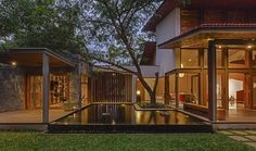 """Krishnan House is a private home located in Bengaluru, Karnataka, India. It was designed by Khosla Associates in Krishnan House by Khosla Associates: """"The sft site of the… Modern Tropical House, Tropical House Design, Tropical Houses, Modern House Design, Bungalow, Thai House, Village House Design, House And Home Magazine, Home Fashion"""