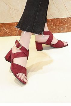 Hot heeled heels shoes with large straps for ladies. Red Block Heel Sandals, Mid Heel Sandals, Red Shoes, Shoes Heels, Ankle Strap Shoes, Elegant Woman, Women's Pumps, Low Heels, Red Leather