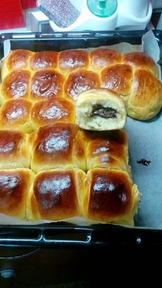 Fantastic brooches with brioche texture ! Their taste is unique! Greek Sweets, Greek Desserts, Greek Recipes, Bakery Recipes, Sweets Recipes, Cooking Recipes, Sweet Buns, Sweet Pie, Greek Dishes