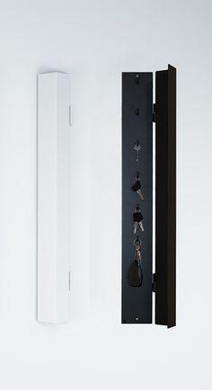 Ark Key Cabinet från Röshults. Förvara dina nycklar på ett modernt sätt. Röshults nyckelskåp finns i vitt och antracit. Storage Organization, Locker Storage, Key Cabinet, Office Inspo, Key Hooks, Sweet Home, Decor Ideas, Interior Design, Crates