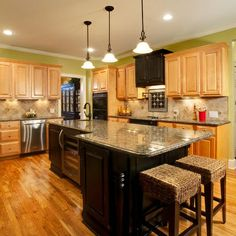 Super Kitchen Paint Colors With Maple Cabinets Hoods 35 Ideas Two Tone Kitchen Cabinets, Maple Cabinets, Oak Cabinets, Filing Cabinets, Updating Cabinets, Floors Kitchen, Kitchen Stools, Kitchen Counters, Kitchen Islands
