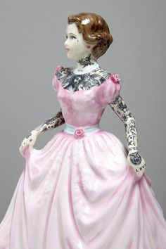 """Amazing Tattooed Porcelain Figurines: """"The Painted Ladies"""" by Jessica Harrison"""