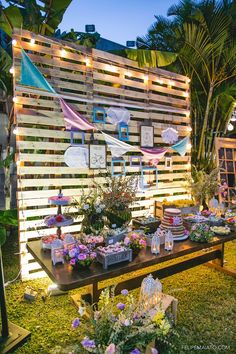 Pallet wall: 60 palette wall models to inspire Chic Wedding, Rustic Wedding, Our Wedding, Havanna Party, Palette Wall, Bridal Shower, Baby Shower, Ideas Para Fiestas, Luau