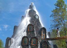 Hotel onder een waterval