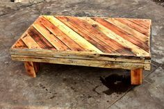 Pallet Rustic Coffee Table #LivingRoom, #PalletTable, #RecyclingWoodPallets