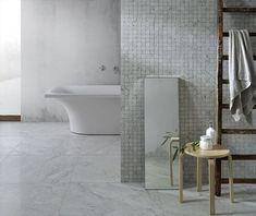 Snygga klinkern Marmi Bianchi har vi nu äntligen fått in på lager i storlek 60x60 cm. Jag har skrivit om den här kollektionen tidigare och det är en klinker med vackert marmorutseende. På lager har vi valt den som har ett Carrara utseende för det verkar vara den marmor som är mest populär i Sverige. I Italien är det istället Calcatta marmor som dominerar och den finns i den här serien också men det är då beställningsvara. Klinkern kommer även in på lager i storlek 15x15 cm senare i maj…