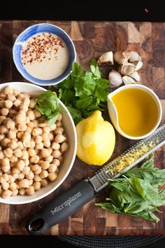 Lemon-herb hummus