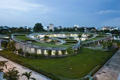 This Vietnam kindergarten by Vo Trong Nghia Architects features a knot-shaped roof with a vegetable garden on top and three protected courtyard playgrounds. Cultural Architecture, Architecture Design, Green Architecture, Landscape Architecture, Landscape Design, Kindergarten Architecture, Kindergarten Design, School Architecture, Villa K