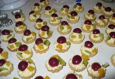 Košíčky plněné pudinkovým krémem Mini Tart, Czech Recipes, Mini Cupcakes, Christmas Cookies, Sweet Tooth, Cheesecake, Pie, Food, Xmas Cookies