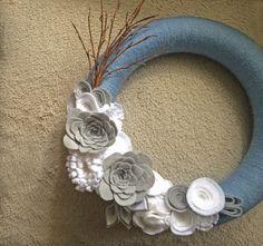 Christmas Wreath. Winter Wreath. Ice Wreath. Yarn & felt wreath. (W25)