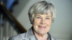 Elisabeth Rehn  (born 6 April 1935 in Helsinki)   is a former MP of the Swedish People's Party and the first female minister of defence in Finland. - http://en.wikipedia.org/wiki/Elisabeth_Rehn      Kuva: Lehtikuva. - http://www.mtv.fi/uutiset/kotimaa/artikkeli/rehn-ihmettelee-miksi-yksi-puolue-saa-paattaa-paaministerin/3373150