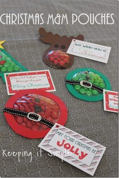 Keeping it Simple: Christmas M&M Candy Pouches with Free Printables.  Makes great gifts or treats for a class party.