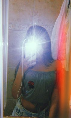 Best Photo Poses, Girl Photo Poses, Foto Instagram, Instagram And Snapchat, Tumblr Photography, Girl Photography Poses, Cartoon Girl Images, Girl Hiding Face, Shadow Photos
