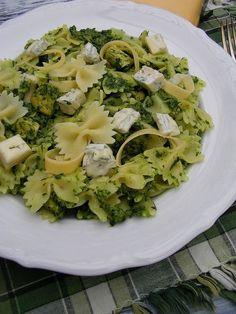 Ten makaron to prawdziwa uczta dla podniebienia! Sos ze szpinaku i gorgonzoli jest tak pyszny, że zachwyci nawet tych, którzy twierdzą, że z... Pasta Recipes, New Recipes, Healthy Recipes, Quiche, Spaghetti, Pot Pasta, Sprout Recipes, My Favorite Food, Food Dishes