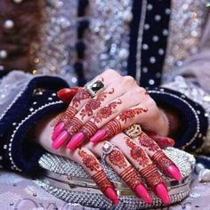 Awsome.....         .......... Finger Henna Designs, Unique Mehndi Designs, Beautiful Mehndi Design, Bridal Mehndi Designs, Henna Mehndi, Mehendi, Arabic Henna, Mehedi Design, Mehndi Night