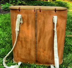 An interpretation by Skelmir of the Gokstad backpack using leather treated with beeswax for the body. The creator argues that it is unlikely the body was made of wicker because of the spacing of the holes in the wooden base.
