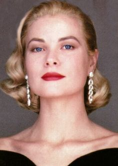 Grace Kelly - not my fav pic. Grace looks haughty. Hollywood Glamour, Old Hollywood, Princesa Grace Kelly, Patricia Kelly, Grace Kelly Style, Princesa Carolina, Actrices Hollywood, Look Vintage, Amazing Grace
