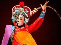 Sichuan opera face changing