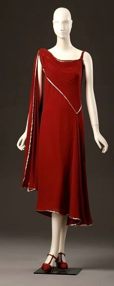 Dress, Madeleine Vionnet, Love the way this one directs your eye 20s Fashion, Fashion Mode, Art Deco Fashion, Fashion History, Retro Fashion, Vintage Fashion, Fashion Design, Edwardian Fashion, Vintage Outfits