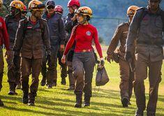 Firefighter Photography, Deidara Wallpaper, Pose, Female Firefighter, Firefighters, Strong Women, Edc, Robin, Motorcycle Jacket