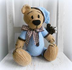 Háčkovaný medvídek ʕ•͡ᴥ•ʔ Medvídek měří 34 cm a je háčkovaný z akrylových přízí..Tlapky jsou pohyblivé. O dostupnosti se informujte vnitřní poštou, děkuji.