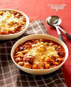 Try out this chicken chili recipe for a bowl of tastiness! Our Slow-Cooker Chunky Chicken Chili recipe fits into your smart eating plan and is convenient. Slow Cooker Turkey, Crock Pot Slow Cooker, Crock Pot Cooking, Slow Cooker Chicken, Slow Cooker Recipes, Crockpot Recipes, Cooking Recipes, What's Cooking, Crockpot Dishes