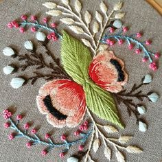 Details . . . . #embroiderywork #flower_daily #floralembroidery #fiberart #handembroidery #embroideryinstaguild #NGNCxDMCgiveaway #craftsposure #botanicalpickmeup #abmplantlady #broderie #broderiemain #bordado #makeitwithmichaels #makeyousmilestyle #thatsodarling #creatorslane #floraldesigne #calltobecreative