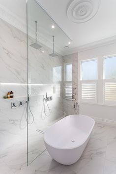 White Marble Bathrooms, Bathroom Design Inspiration, Bathroom Design Luxury, Bathroom Layout, Bathroom Styling, Double Shower, Craftsman Kitchen, Property Brothers, Craftsman Bungalows