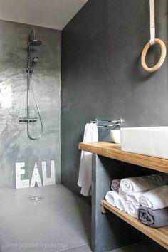 Conseils & astuces : Comment moderniser sa salle de bain ? | Du béton pour une ambiance cozy chez Nathalie du @regardsmaisons :)