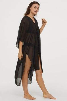 Kaftan in airy woven fabric. V-neck, buttons at front, and high slits at sides. Beach Kaftan, H&m Gifts, Fashion Company, Mannequin, Capsule Wardrobe, Black Women, Personal Style, Jumpsuit, V Neck