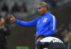hhttp://www.goal.com/br/news/229/brasileir%C3%A3o-s%C3%A9rie-a/2016/06/23/24950202/crist%C3%B3v%C3%A3o-estreia-com-derrota-no-corinthians-e-pede-refor%C3%A7os  Cristóvão estreia com derrota no Corinthians e pede reforços