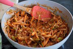 Připravenou pastou se potírají jednotlivé listy naloženého zelí Kimchi, Japchae, Pickles, Ethnic Recipes, Food, Heartburn, Essen, Meals, Pickle