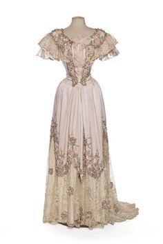 fashionsfromhistory:  Evening Dress Clergeat 1898-1900 Les Arts Decoratifs