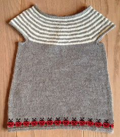 Ravelry: Baby tunic with ladybugs pattern by Bodil Munch Knitting For Kids, Knitting For Beginners, Crochet For Kids, Crochet Baby, Knit Crochet, Baby Girl Dresses, Baby Dress, Sweater Knitting Patterns, Baby Sweaters