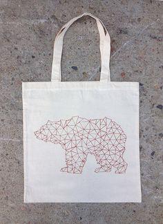 Bear Made of Triangles  Natural Cotton Canvas por CrawlspaceStudios