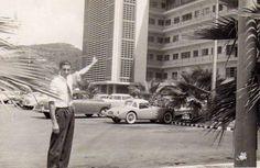Estacionamiento del Hospital Universitario de Caracas, Venezuela circa años 60