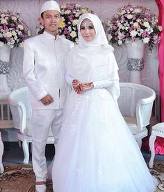 The wedding of Adila & Ali. Princessy look yet still beautifully managed to cover the chest and be modest 😍 . Muslimah Wedding Dress, Hijab Style Dress, Muslim Wedding Dresses, Muslim Brides, Bridal Dresses, Wedding Gowns, Bridesmaid Dresses, Bridal Hijab, Hijab Bride