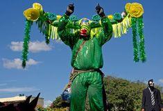mascarado de verde cintilante no campo das Cavalhadas  (Foto: © Haroldo Castro/Época)