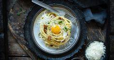 Hej! Idag är det Pasta Carbonaradagen! Vet du in... Pasta Carbonara, Bacon, Spaghetti, Ethnic Recipes, Food, Vegetarian Recipes, Essen, Meals, Yemek