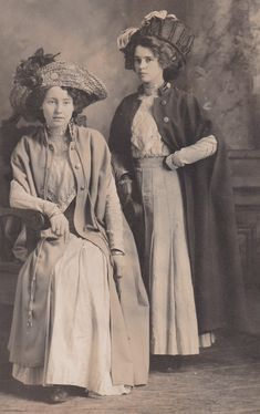 Old photos tell you a lot about your ancestors. What they wore, where they were taken, etc tells you about their lives and lifestyles. Belle Epoque, Art Nouveau, Historical Costume, Historical Clothing, Vintage Photographs, Vintage Photos, Vintage Outfits, Vintage Fashion, Vintage Dress