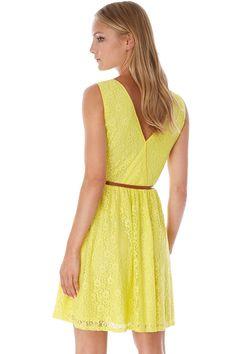 Κίτρινο καλοκαιρινό φόρεμα από δαντέλα με ζώνη στη μέση | Yumi London | Phillyshop.gr