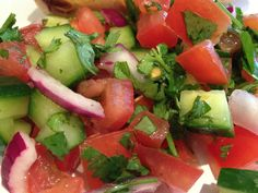 Tomato Salad, Caprese Salad, Acid Reflux Recipes, Spicy Dishes, Spinach Stuffed Mushrooms, Easy Salads, Learn To Cook, Food For Thought, Healthy Recipes