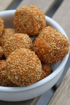 Homemade Cheese Puffs with Sesame Seeds and Honey - Spanish Sabores - Simple Spanish Recipes & Travel Tips Cheese Puffs, Easy Cheese, Cheese Lover, Spanish Cheese, Spanish Tapas, Spanish Food, Green Gazpacho Recipe, Easy Spanish Recipes, Tapas Recipes