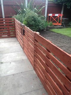 My first attempt at using pallets and I must say did find it quite easy to make this Easy Pallet Fence Patio Surround from 11 pallets.