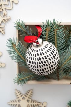 Learn how to make these DIY Hand Painted Ornaments. The black and white pattern gives these white ornaments a modern look. White Ornaments, Hand Painted Ornaments, Clay Ornaments, Diy Christmas Ornaments, Homemade Christmas, Christmas Holidays, Christmas Decorations, Handmade Ornaments, Glitter Ornaments