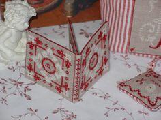 Grilles gratuites - Joyeux Noël ! Une… - Une grille gratuite… - Petit nécessaire de… - Mamilou - Le plaisir de creer et de partager