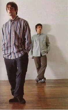 liam gallagher style themodgroupie: Liam Gallagher and Paul McGuigan Lennon Gallagher, Liam Gallagher Oasis, Noel Gallagher, Liam Oasis, 90s Outfit Men, Oasis Band, Liam And Noel, Look Back In Anger, Britpop