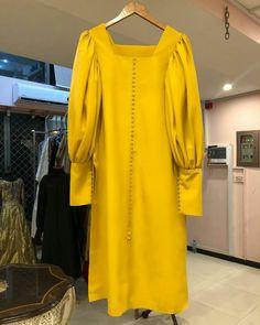 Simple Pakistani Dresses, Pakistani Fashion Casual, Indian Fashion Dresses, Pakistani Dress Design, Indian Designer Outfits, Modest Fashion, Indian Outfits, Stylish Dresses For Girls, Stylish Dress Designs